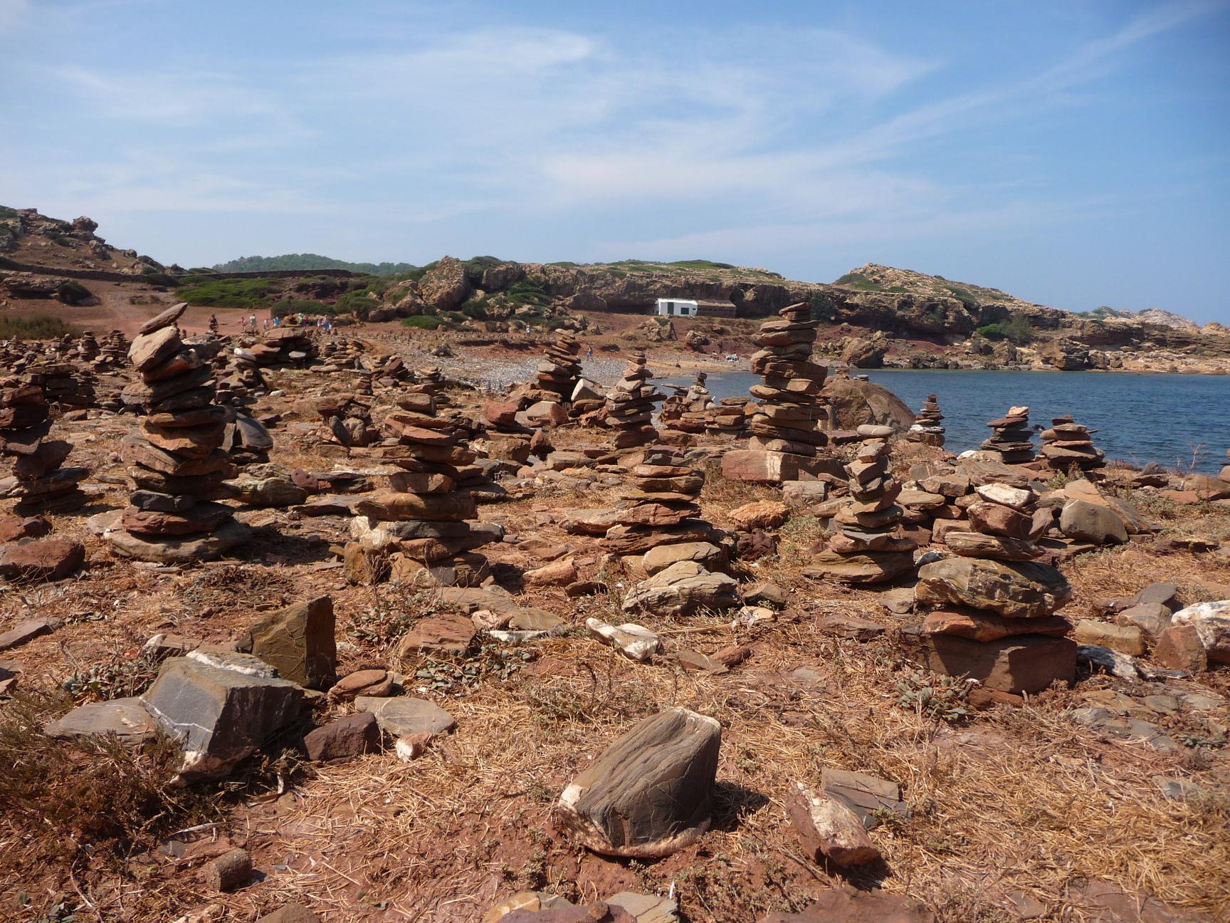 Montoncitos de piedras | Menorca Diferente