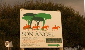 Entrada de la finca Son Angel en Algaiarens