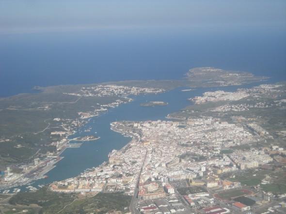 Vista aérea del puerto de Mahón, de 5 km de extensión (Licencia GPL)