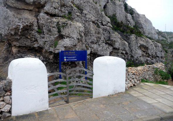 Entrada a la Necrópolis de Cala Morell