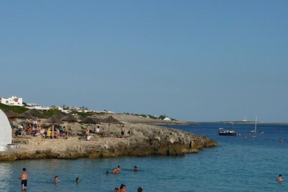 Faro de l'Illa de l'aire visto desde Binibeca
