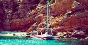Excursión en catamarán por Menorca