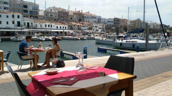 Terraza mandimandi con vistas al Puerto