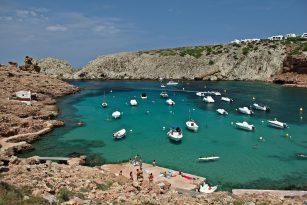 Barcos Fondeados en Cala Morell