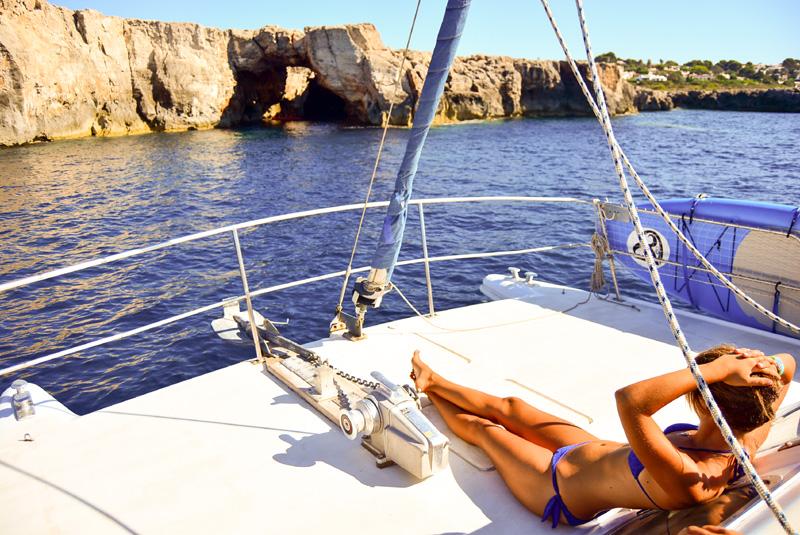 Costa de Menorca en el Catamarán de Faralmar