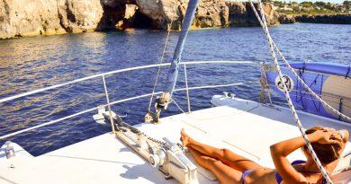 Descubre Cales Coves desde el Mar y en Catamarán