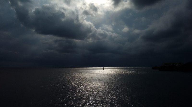 Día nublado en la costa de Ciutadella